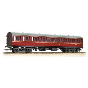 Bachmann 34-700C BR Mk1 Suburban C Composite BR Maroon with Passengers