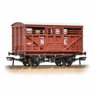 Bachmann 37-706A 12T LMS Cattle Wagon NE Brown