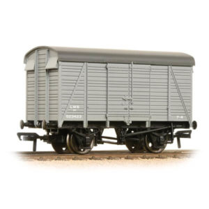Bachmann 38-080C 12T Southern 2+2 Planked Ventilated Van LMS Grey