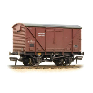 Bachmann 38-183A 12T BR Plywood Fruit Van BR Bauxite Late Weathered