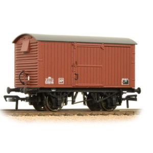 Bachmann 38-381A 12T Ventilated Van Corrugated Ends BR Bauxite Late