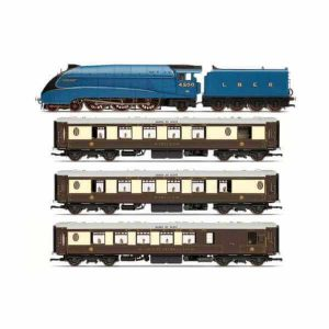 Hornby R3402 LNER The Queen of Scots Train Pack