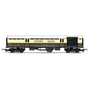 Hornby R4526 Operating Mail Coach GWR Chocolate and Cream RailRoad Range