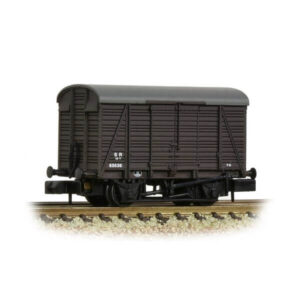 Graham Farish 377-430 12T Ventilated Van Southern 2+2 Planked SR Brown