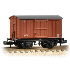 Graham Farish 377-976A 12T Eastern Ventilated Van Planked Ends BR Bauxite Early