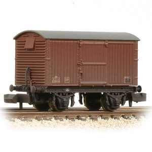 Graham Farish 377-981A 12T LNER Ventilated Van Corrugated Steel Ends BR Bauxite Weathered