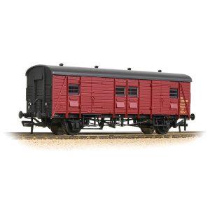 Bachmann 39-526A Ex Southern PMV Parcels and Miscellaneous Van BR Crimson